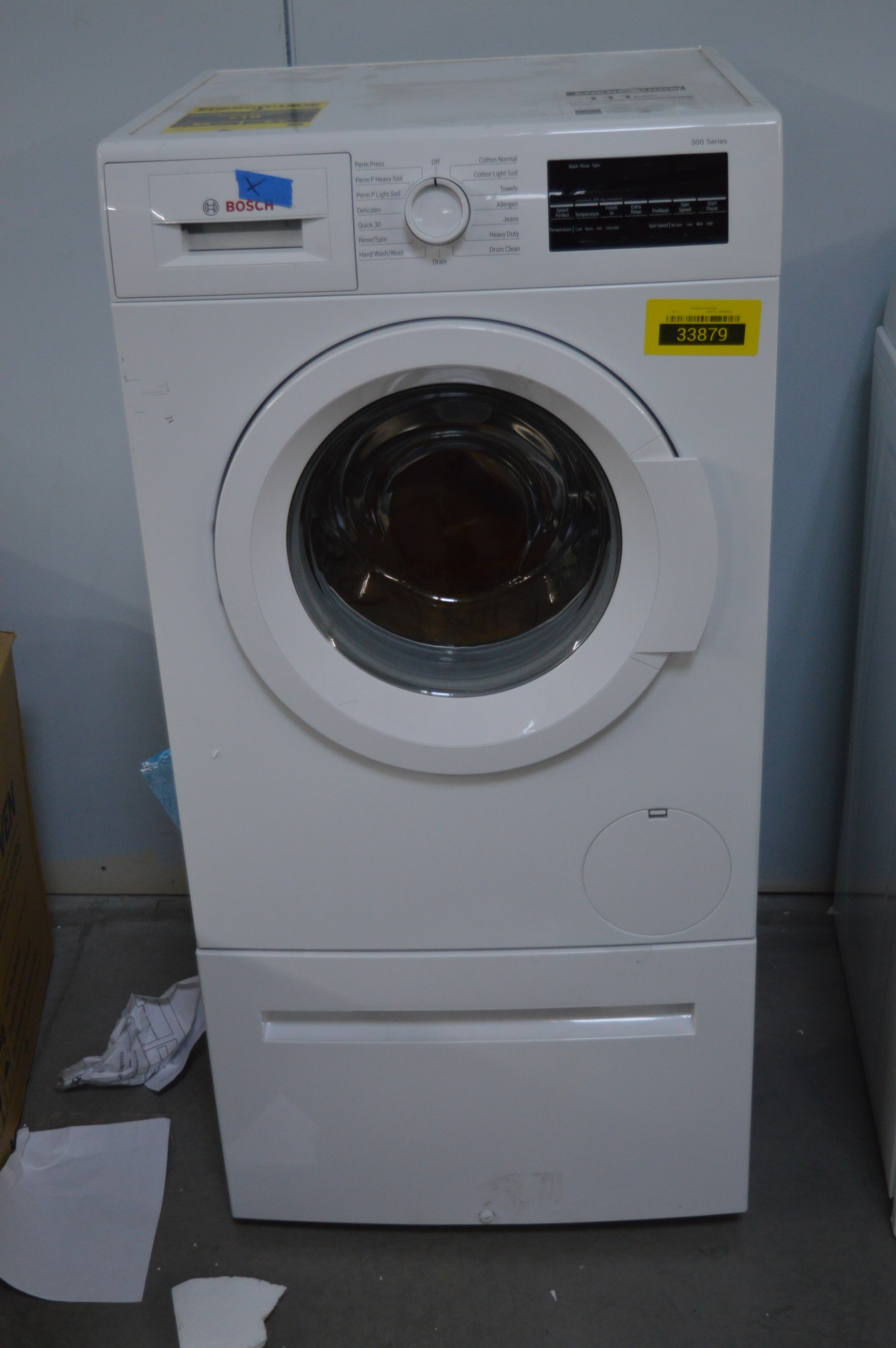 Bosch WAT28400UC Front-Load Washer White