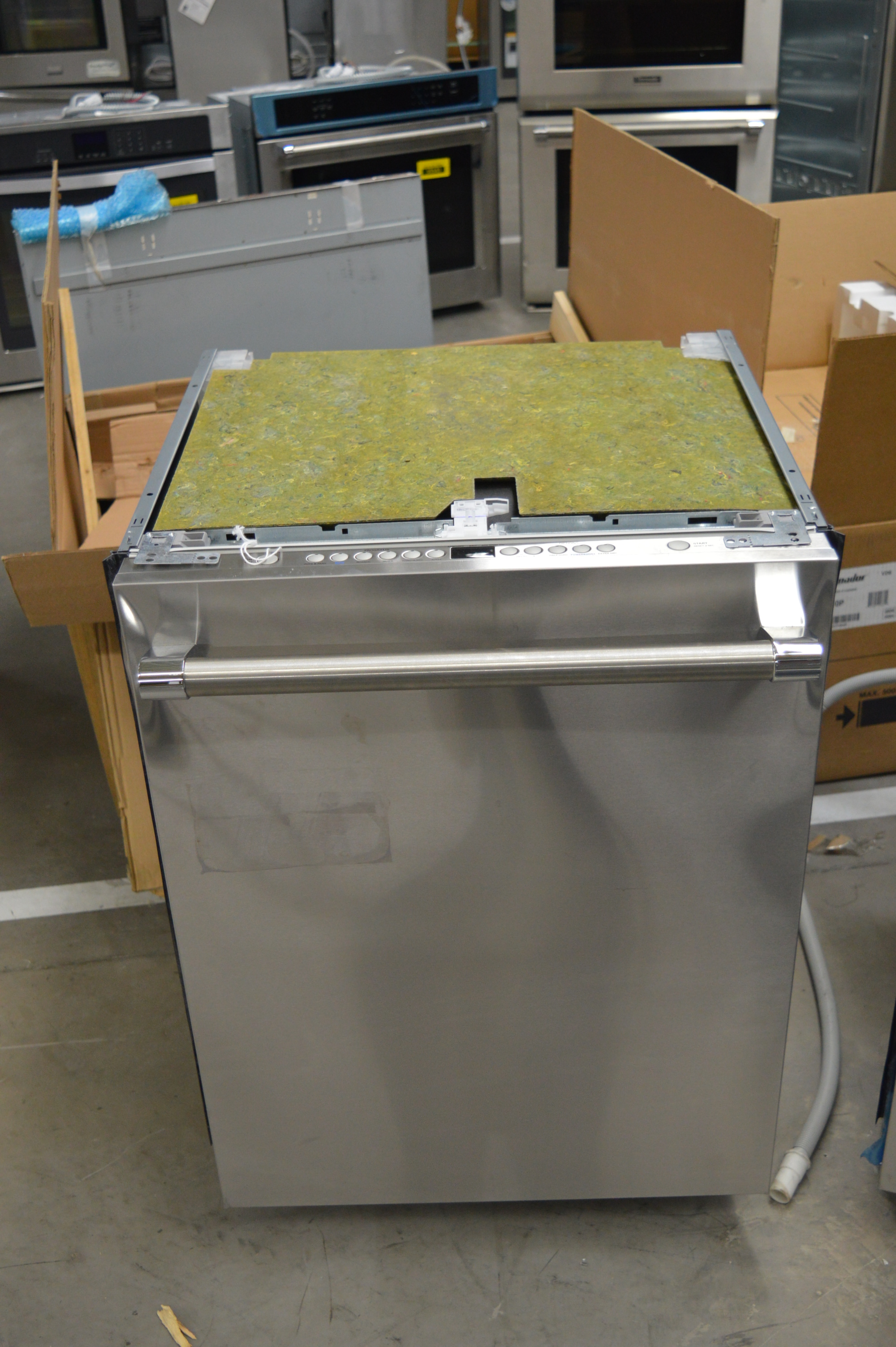 Thermador DWHD640JFP 24